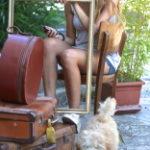 stock-photo-27419659-ragazza-con-cellulare-e-cagnolino